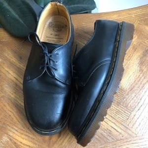 Dr. Martens AW04 Oxford Lace-Ups